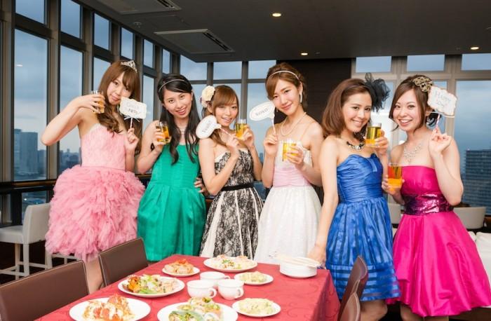 リムジン乗車後、アンアン総研メンバーでホームパーティ女子会を開催♪