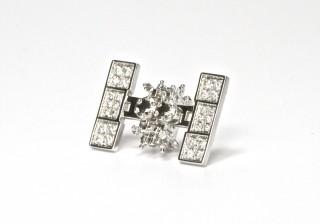 【読者プレゼント】ダイヤをまとった32万円の人工衛星アクセサリーって!?