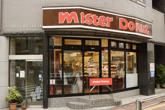 先行試食会が行われた「ミスタードーナツ 高田馬場戸山口ショップ」外観。