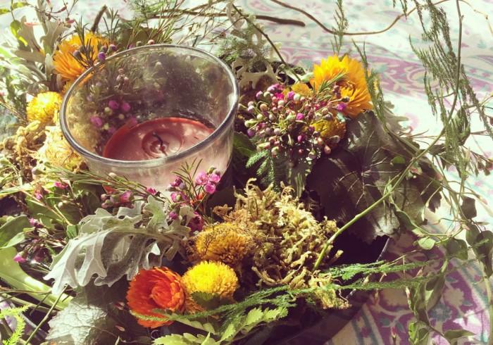 引越し先のハウスメイトがフラワーアレンジメントを専攻しているため、家にはいつも花があふれています。