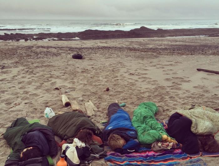 川の字になって就寝。緑色の寝袋が私のスペース。