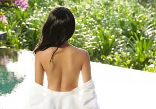 【鎖骨もキレイに】背中美人になるための肩こり徹底解消エクササイズ。