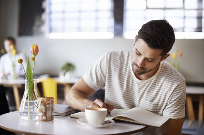 カフェでお茶を飲んでいたら急に君に手紙を書きたくなったよ。