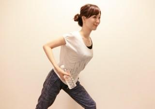 """【夏の""""二の腕ブ""""回避!】すぐできる、女性らしい華奢な腕の作り方。"""