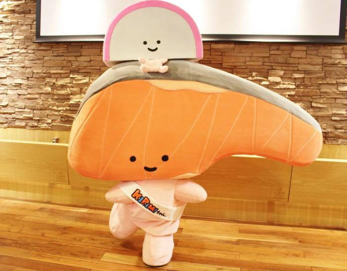 KIRIMIちゃん.(と、KIRIMIちゃん.の頭に乗っているかまぼこちゃん)。