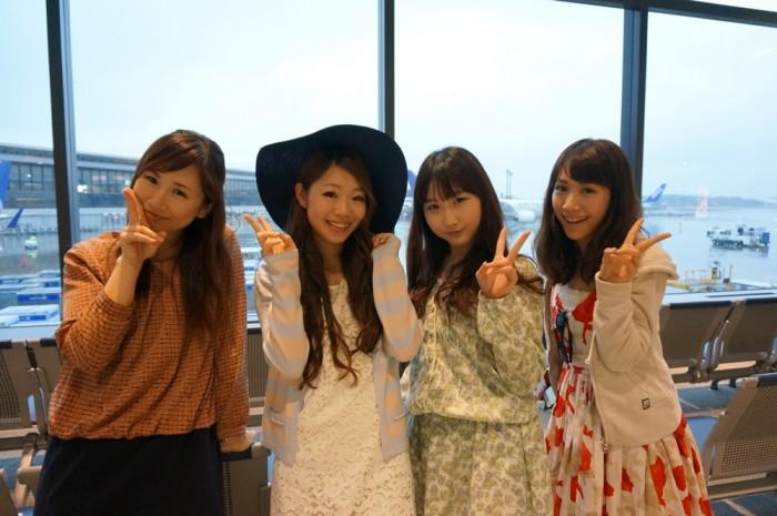 成田空港にて。左から、尾谷萌さん(no.00)、遠藤朋美さん、吉田まりみさん、斉井夕絵さん。