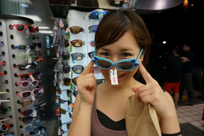 「マラソン用のサングラスを買おうかしら」と尾谷さん。