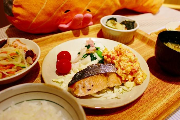 「鮭のきりみちゃんタルタルソース 定食」(税込1,100円)。