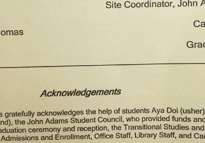 卒業式のプログラムに小さな私の名前を見つけ、温かい気持ちに。
