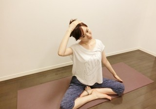 【肩こり解消】慢性になる前に!デスクで行う筋肉ストレッチ。