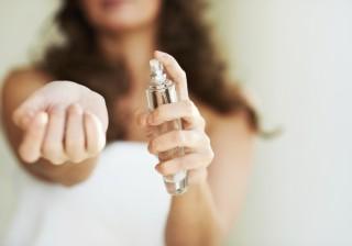 【男は◯◯に敏感♡】オフィスやベッドでモテる!女の香り3変化。