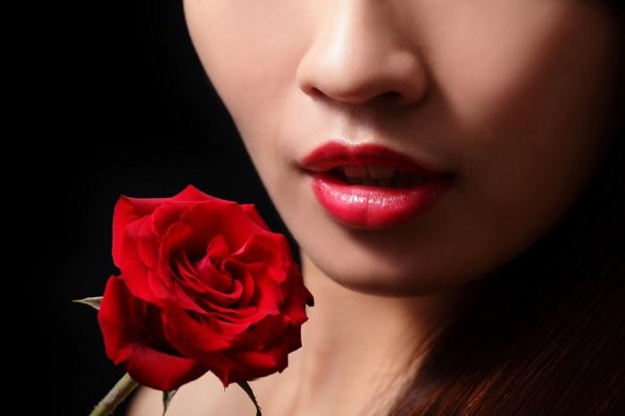 【男を引き寄せる♡】フェロモンを醸し出す究極の2大香り成分。