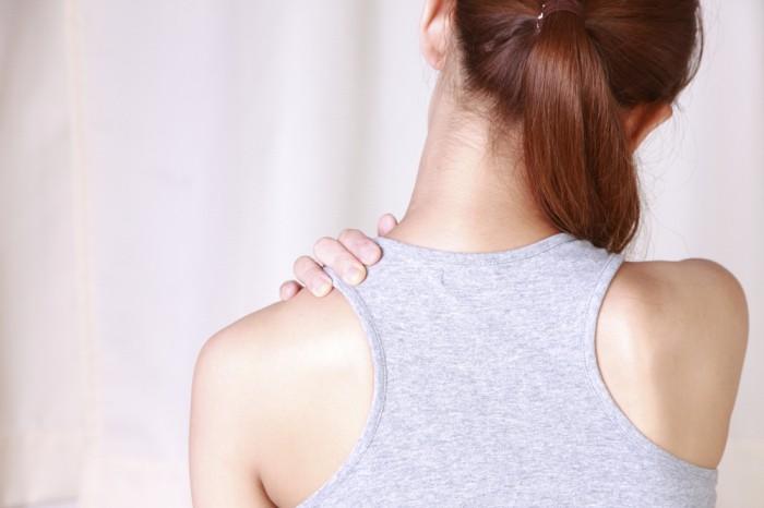 【肩こり対策】慢性になる前に!デスクで行う簡単エクササイズ。