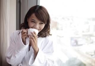 """【美のプロが愛用】飲むだけ""""白湯美容""""でインナー美人を育む方法。"""