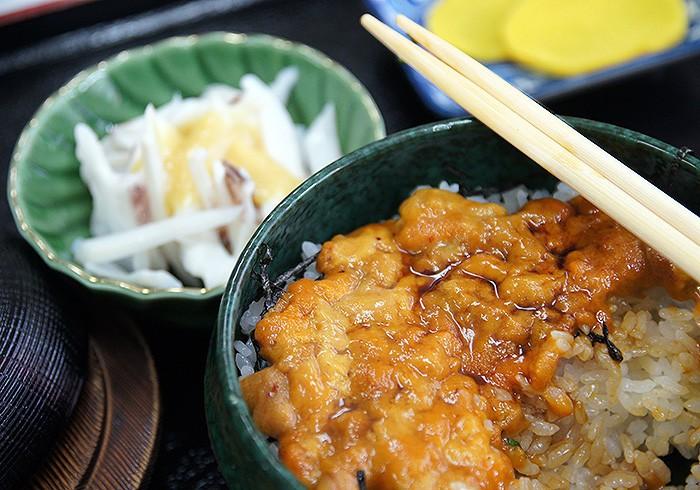 生うに丼定食(3550円)