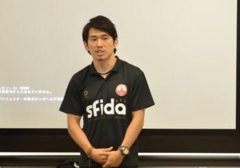 金川コーチ。