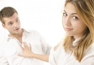 【損】好かれてるのにデートに誘われにくい女性の特徴。