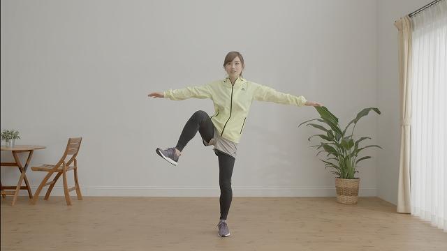 「腰の横にハードルがあるイメージで脚を動かしてください」(湯田さん)
