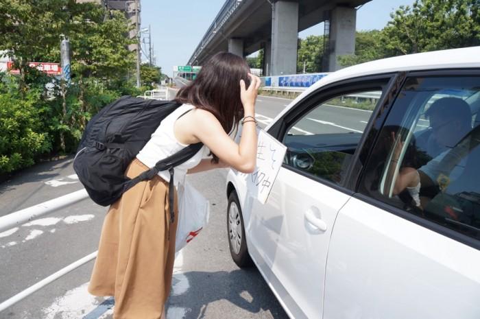 「ヒッチハイク 女性」の画像検索結果