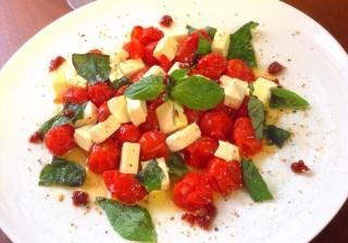 誰でも料理上手!なモテレシピ♪ Vol.4ソテードトマトのカプレーゼ。