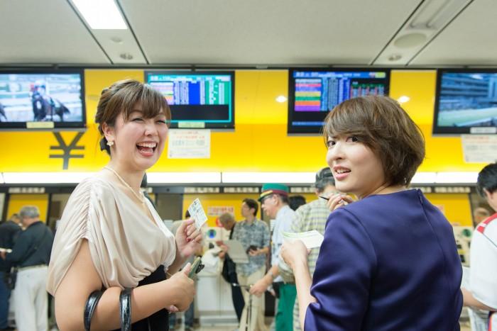 浅香ユウさん(No.222)と仲肥朝美さん(No.163)がこれから馬券を購入〜! 予想が的中したら(外れても)「#うまび」のハッシュタグをつけて投稿してねー。