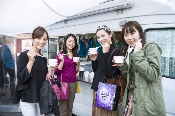左からメンバーの大谷朋子さん、堀江祐佳さん、大谷慶子さん、浅井裕美さん。