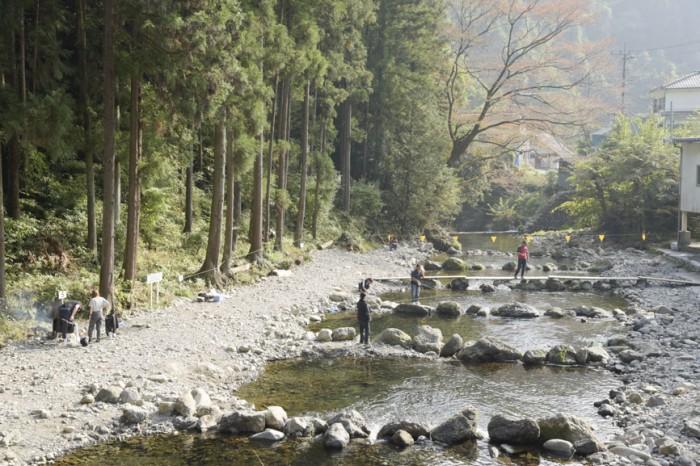 清流に設けられた『秋川国際マス釣場』