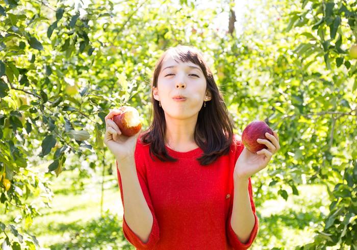 リンゴまるかじり
