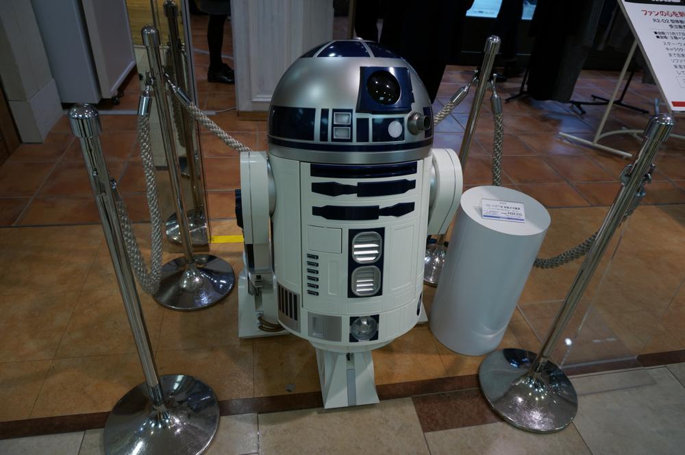 会場入口で、R2-D2がお出迎え。