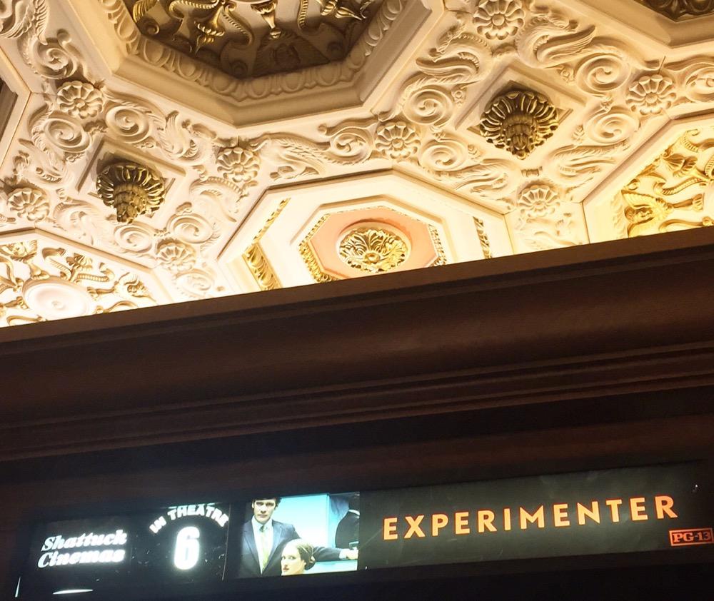 久しぶりに映画を観に。社会心理学者ミリグラムの実験と彼の半生についてでした。映画館の天井が素敵ですよね。