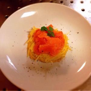 誰でも料理上手!なモテレシピ♪ Vol.6 =ポテトのガレット=スモークサーモン添え。