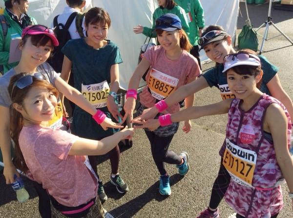左から、遠藤朋美さん(No.065)、浅井裕美さん(No.080)、鈴丘めみさん(No.239)、尾谷萌(No.063)、木下紗安佳さん(No.053)、こままりえさん(No.160)。みんなのウエアは『MIZUNOの+me(プラスミー)』