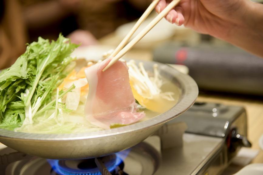いも豚ロースのしゃぶしゃぶ風コラーゲン鍋 1900円(税込)。