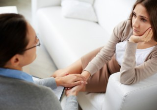 【女友だちは信用できない!?】アラサー女性が実践する、悩んだときの解決法。