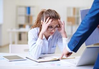 【辞める前に】「職場の人間関係」の悩みをスマートに乗り越えるには?