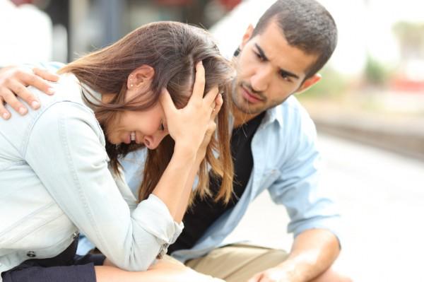 男「大丈夫?」、女「……うん(あんたのことで悩んでいるのよ!)」。
