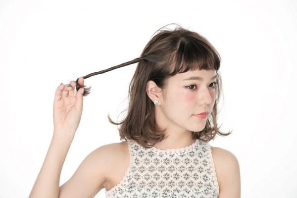 とった毛束をねじねじねじ…。