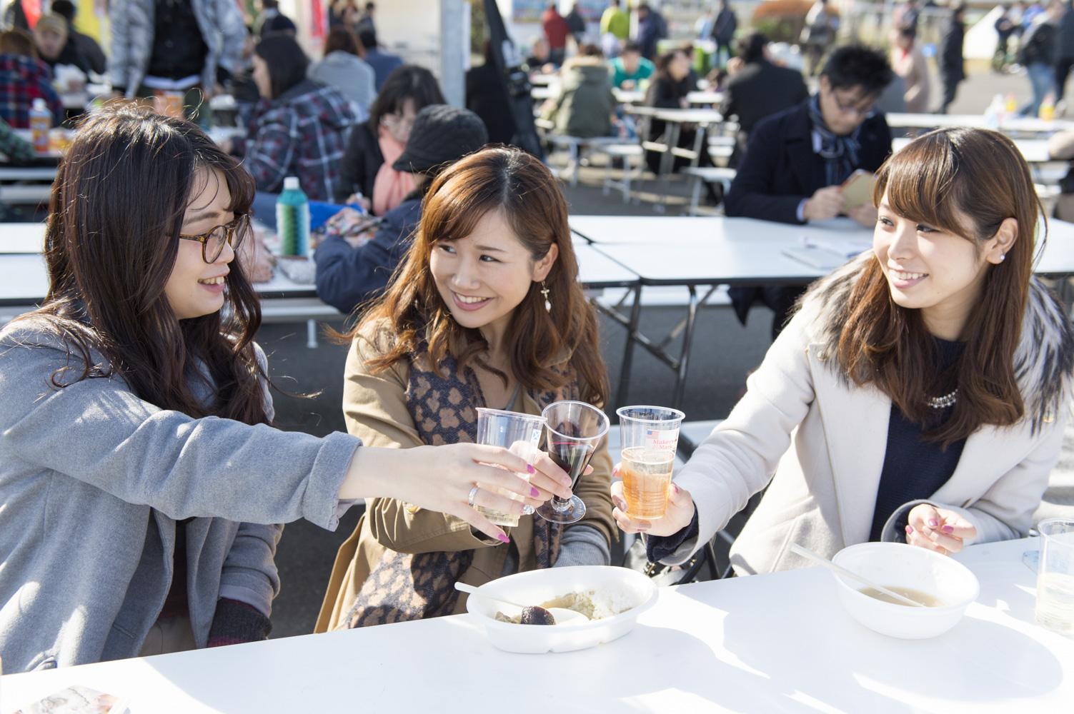 ハイボールや赤ワインなど好きなお酒でかんぱ〜い!