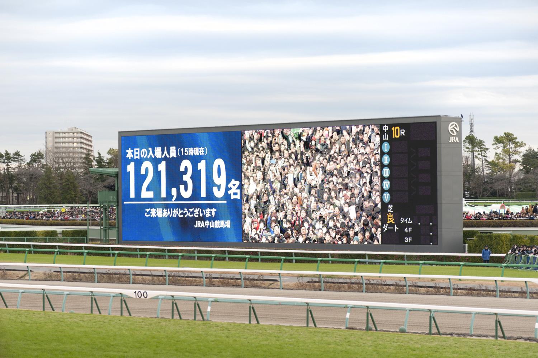 この日の入場者数は12万1319人!(15時現在)。