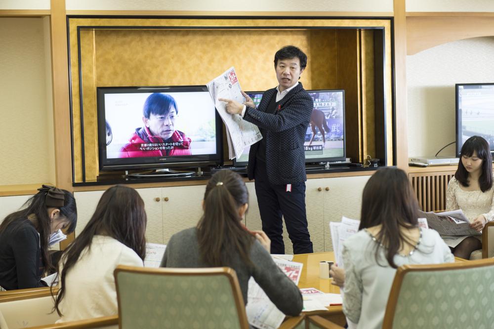 先生を取り囲んで、とっておき情報を教えてもらいます。