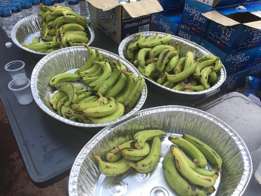 バナナも配られた。
