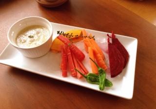 【材料は4つだけ!】野菜嫌いの彼氏もハマる! 本格バーニャカウダソース。