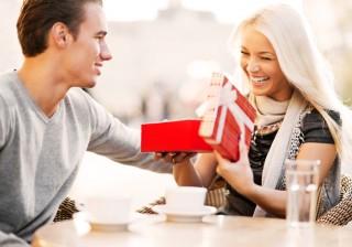 【緊急座談会】「クリスマス期間に200万超のプレゼント」と聞いて、世の男子は?