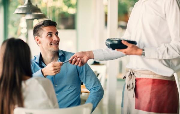 男性にスマートに支払いをしてほしいのが女の本音。