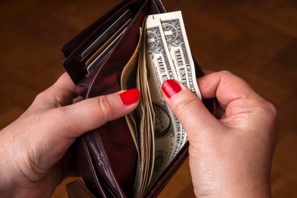 お金は一応あるけど、女に出させないでよ……。