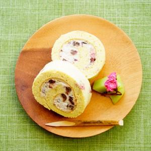 【桜で美肌作り♡】春の香り漂う和風スイーツ!『桜のロールケーキ』。