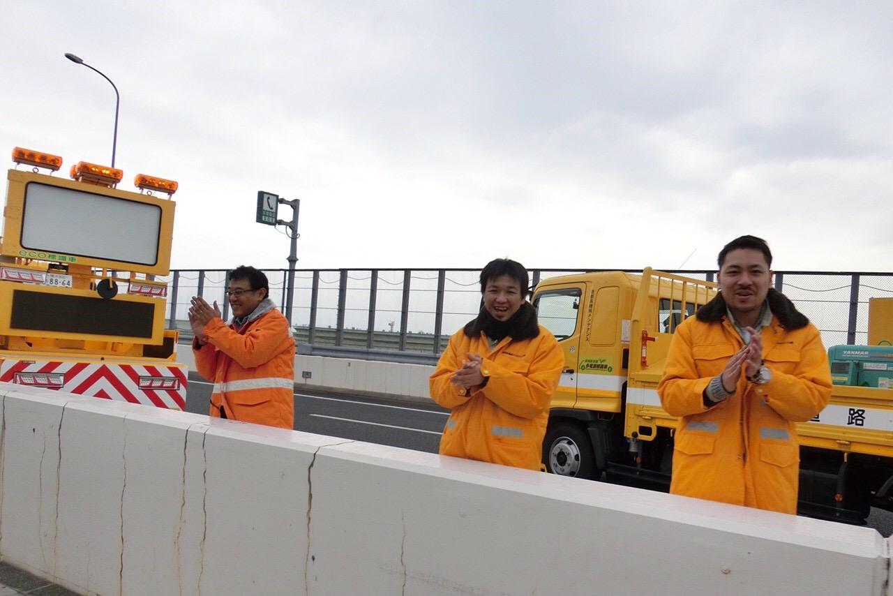 一般の応援者が入れない高速道路では、スタッフさんたちが応援してくれました。