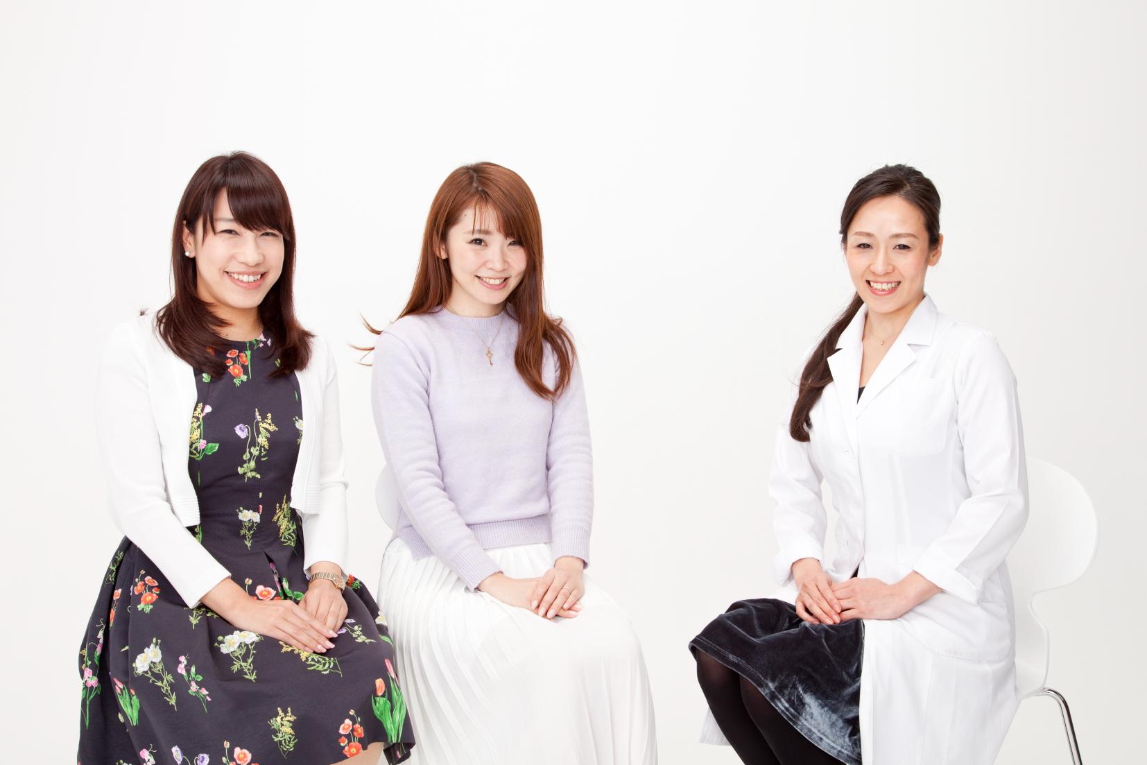 食改善チームのふたり。左から、櫻井智絵さん、井上あずささん。