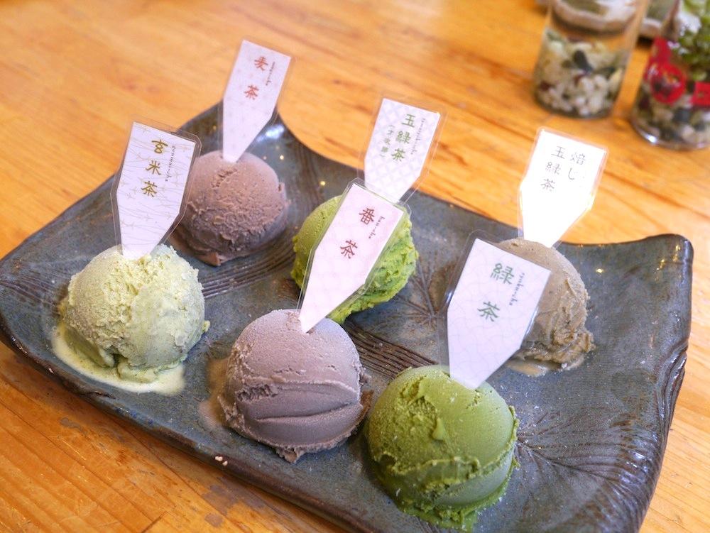 厳選された6種のお茶アイス。メンバーに人気だったのは『玄米茶アイス』。