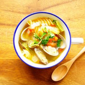【美肌に導く鉄分豊富】貝のうまみと旬野菜がたっぷり『あさりのミネストローネ』